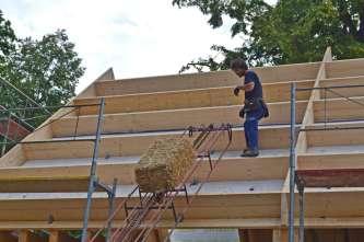 strawbalehouse-ernstbrunn-roof-infill-4