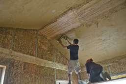 strawbalehouse-summerau-clayplaster-21