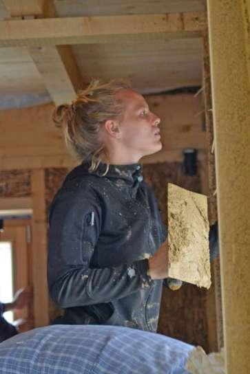 strawbalehouse-summerau-clayplaster-63