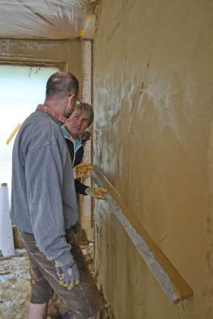 strawbalehouse-summerau-clayplaster-91