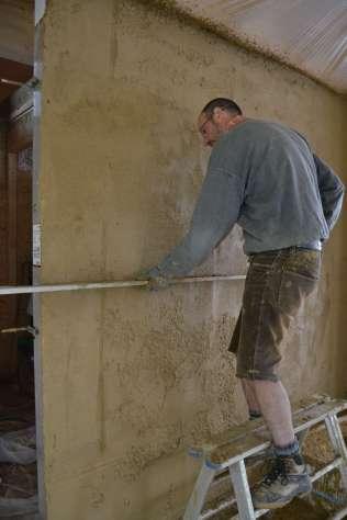 strawbalehouse-summerau-clayplaster-93