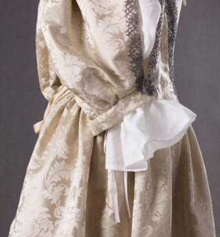 suknia z adamaszku jedwabnego 1660 (5 of 8)