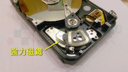 破壞硬碟拿出強力磁鐵