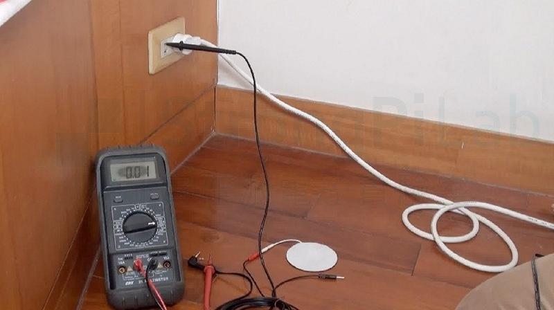 站在木質地板上觸碰110V,電流只有0.01mA