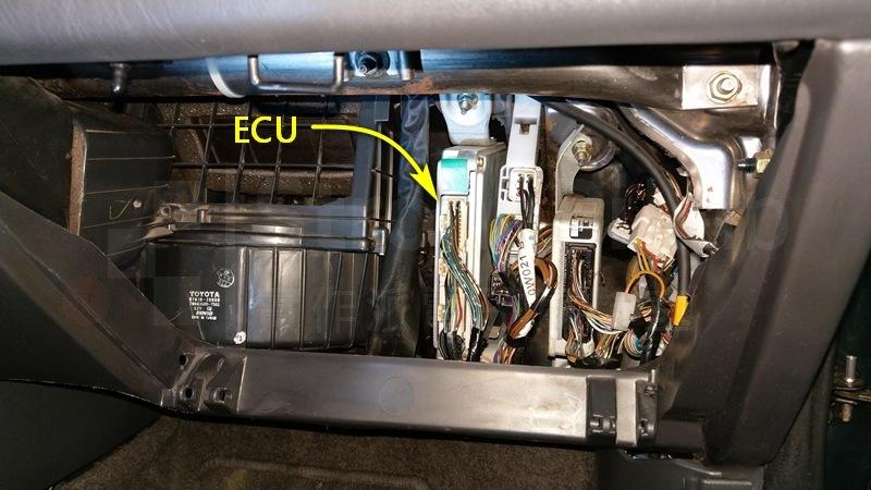 行車電腦 上下都有螺絲鎖住