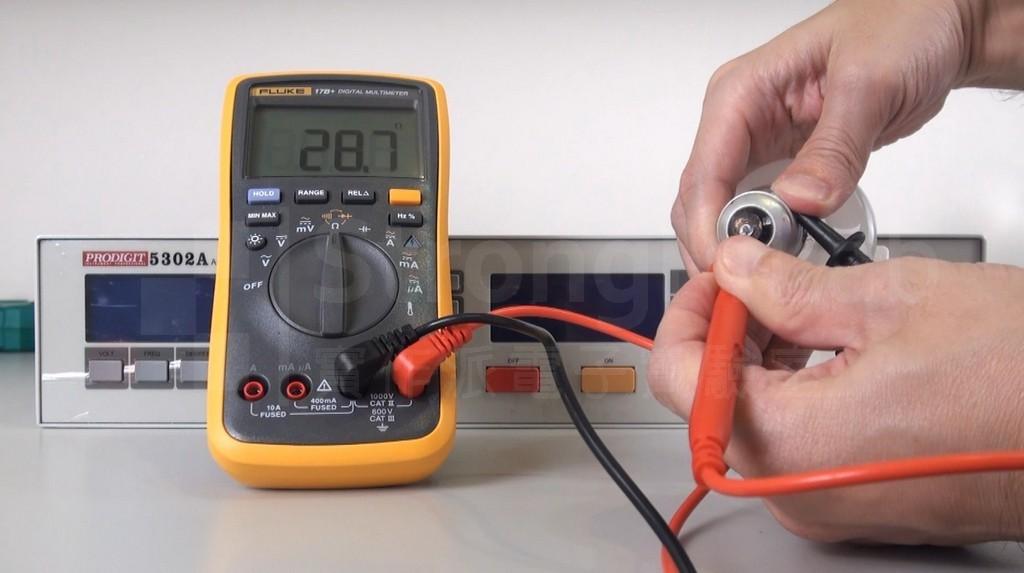 電錶測得 鎢絲 燈泡電阻為29 ohm
