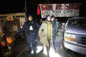 Six land defenders violently arrested on Wet'suwet'en territories