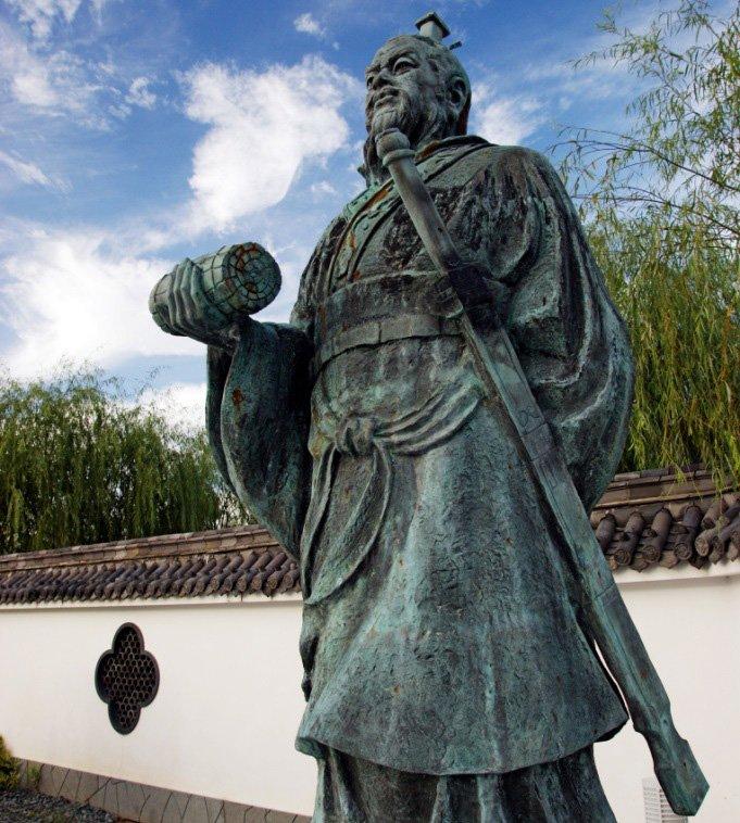 Sun Tzu statue photo