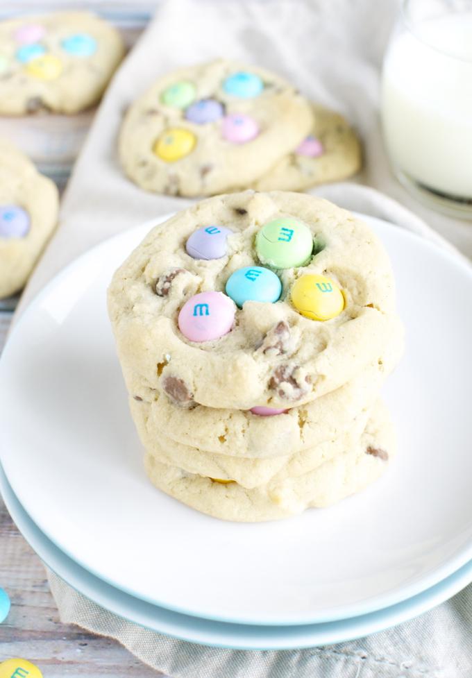 M&M Chocolate Chip Easter Cookies   www.stuckonsweet.com