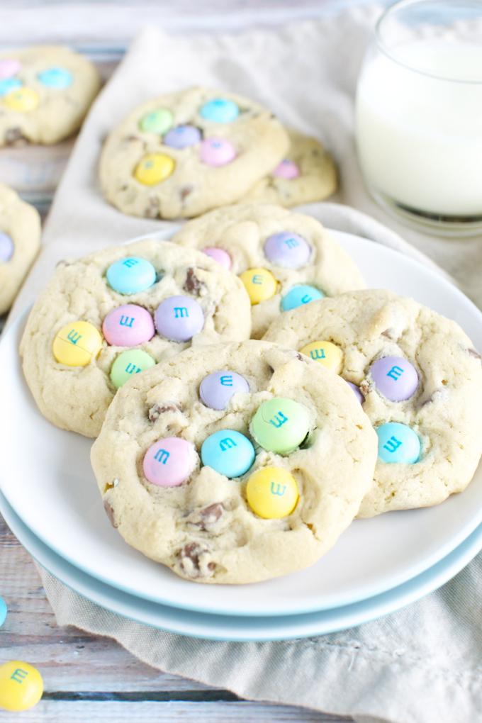 M&M Chocolate Chip Easter Cookies   www.stuckonsweet.com3