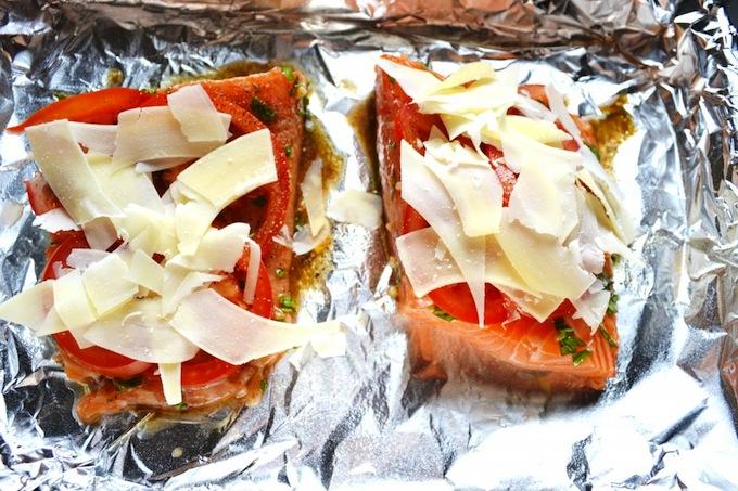 Roasted Tomato Salmon with Peas and Carrots | stuckonsweet.com