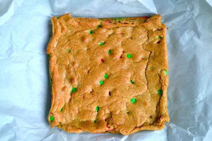 Christmas Blondies | stuckonsweet.com