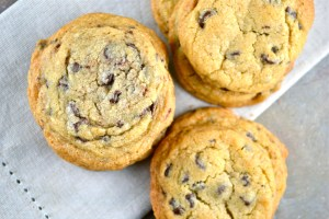 Crispy, Chewy and Soft Chocolate Chip Cookies