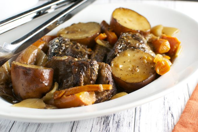 Slow Cooker Short Ribs | stuckonsweet.com