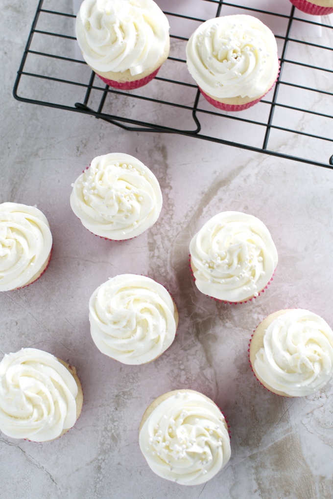 Almond Cupcakes with Whipped Almond Buttercream Forsting | stuckonsweet.com