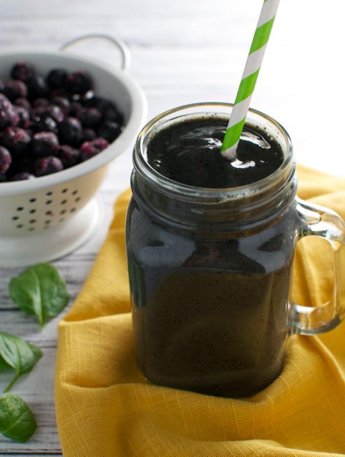 Blueberry Almond Smoothie | www.stuckonsweet.com