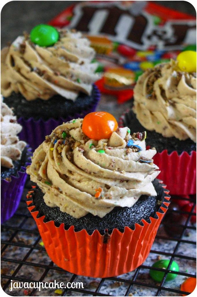 Peanut-Butter-MM-Chocolate-Cupcakes-by-JavaCupcake-2-682x1025