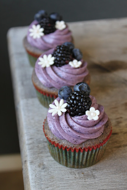blueberry blackberry cupcakes