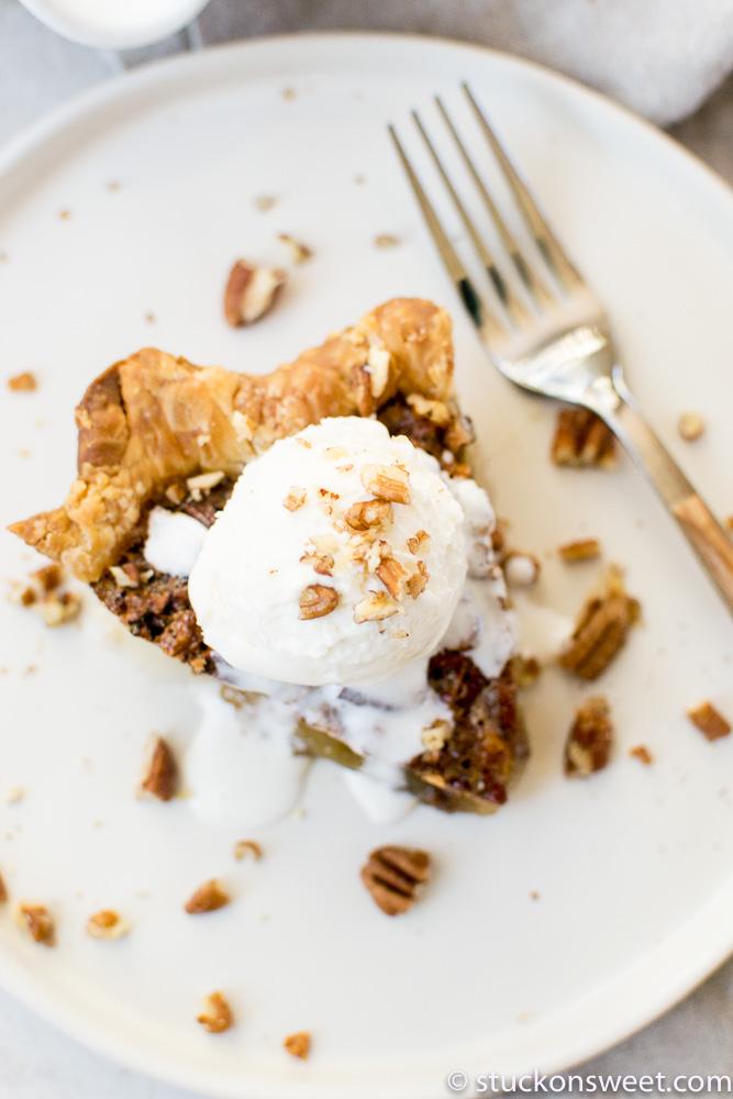 pecan pie with ice cream