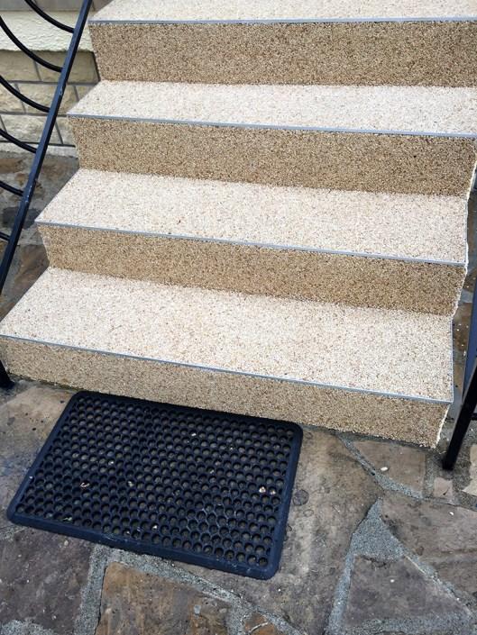 escalier granulats de marbre couleur Ivoire Doré