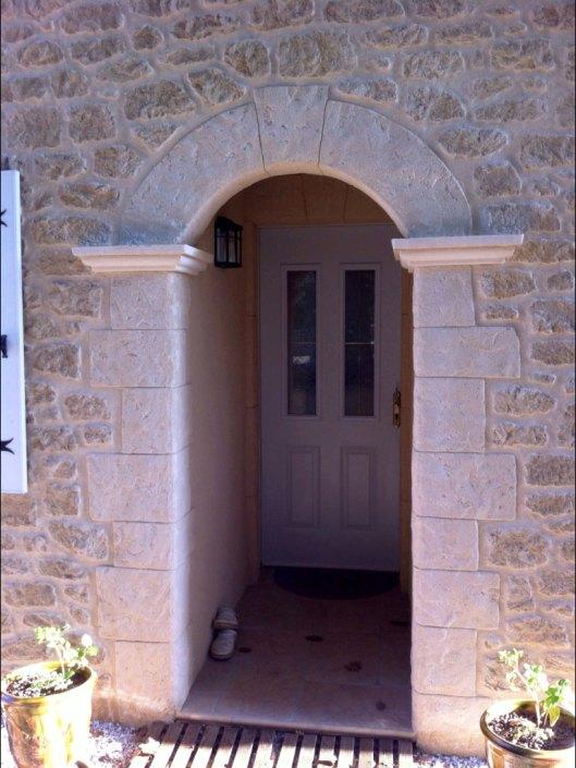 façade enduit aspect pierre avec encadrement