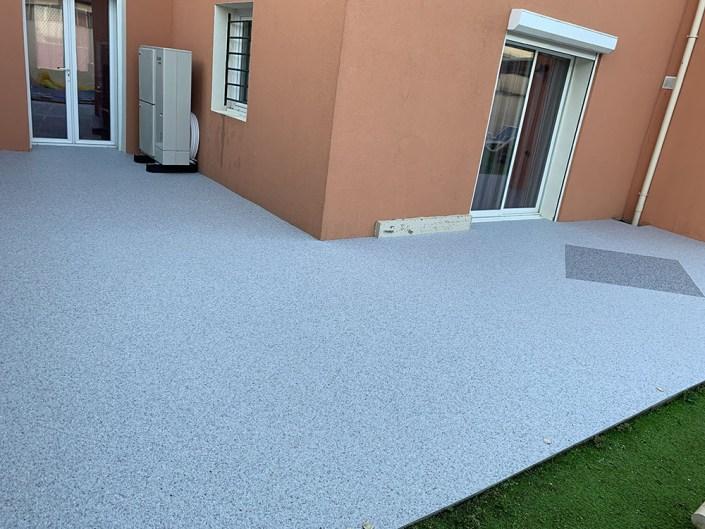 Terrasse en Granulats de Marbre avec Motif - Moquette de Pierre - Revêtement Sol -