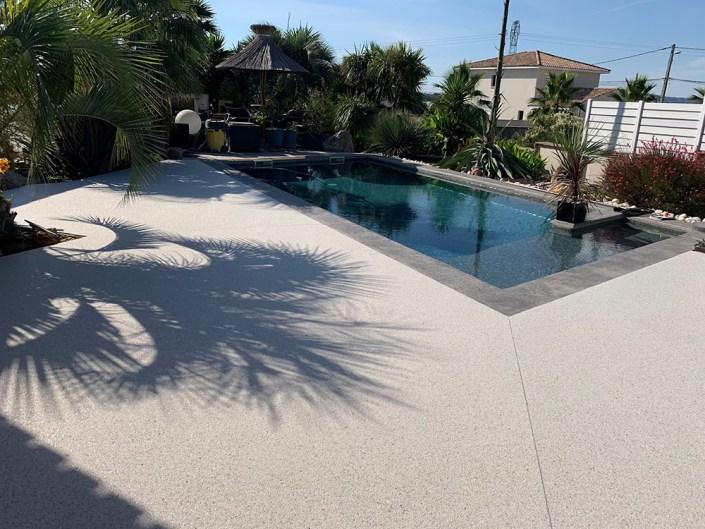 granulat de marbre - moquette de pierre - résine - drainant - stucopierre - sol décoratif - piscine - revêtement extérieur - minéral - durabilité - pierres naturelles - granulats minéraux - congénies