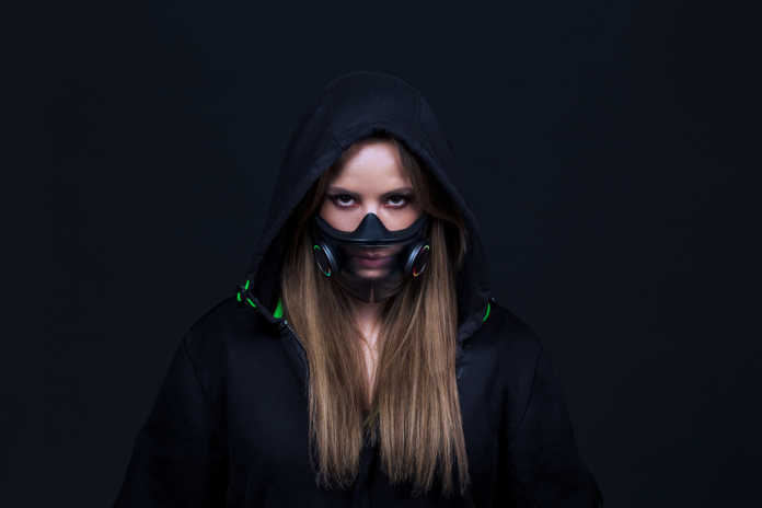 Razer presents its mask with LED lights
