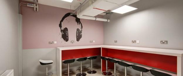 12-fresh-student-living-london-student-living-heights-03-quiet-work-area-photo-01-990x411.jpg