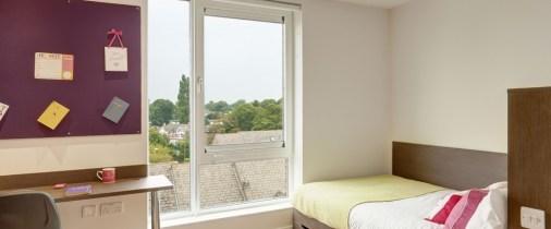 14-fresh-student-living-kingston-davidson-house-04-shared-flat-bedroom-photo-01-990x411.jpg