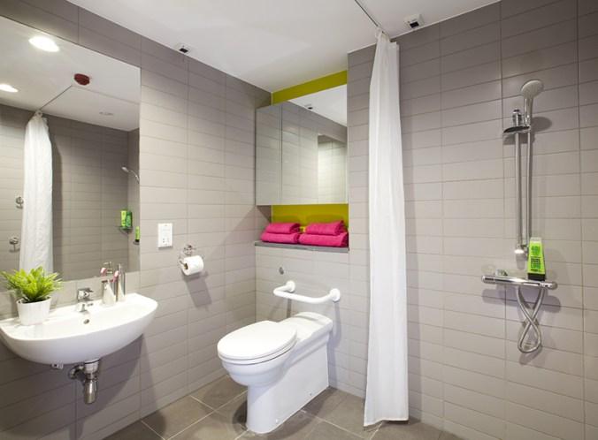 312_couple-en-suite-accessible-bathroom.jpg