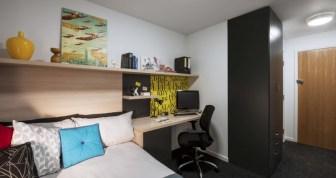 Liverpool-en-suite-room-755x400.jpg