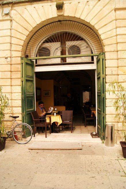 learn-italian-language-italy-puglia-lecce-salento-under-olive-tree