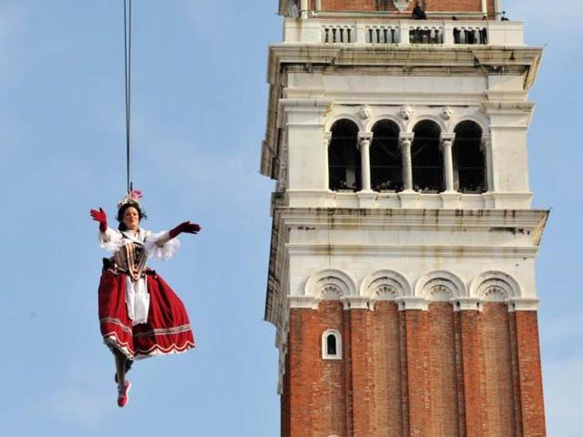 carnevale-dodici-marie-flight-angel-volo-angelo-2013-Venice