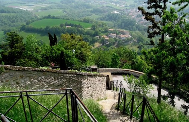 frontone-castle-nelle-marche-nadia-sparapani-talks-about-her-corner-italy