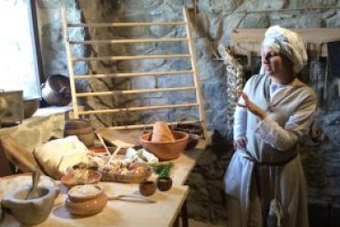 fortezza-verrucole-giulia-paltrinieri-promotes-living-history-dispels-misconceptions-medieval-age