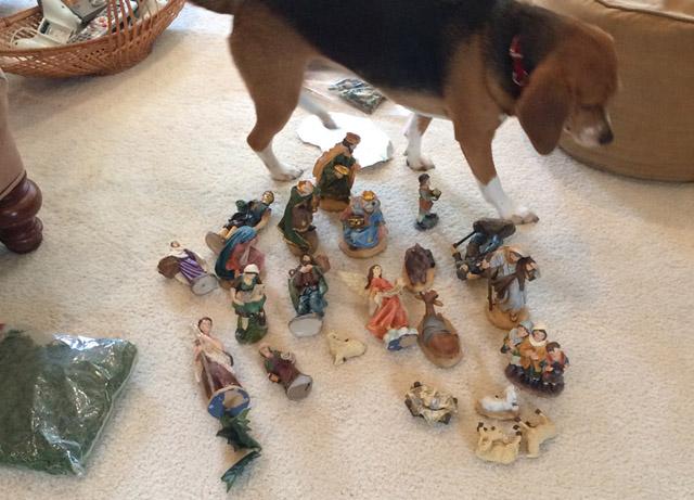 presepe-preparing-italian-nativity-scene-girl-Puglia