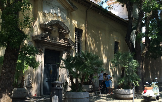 handmade-jewelry-rome-imperiam-artis-neighborhood-colosseum