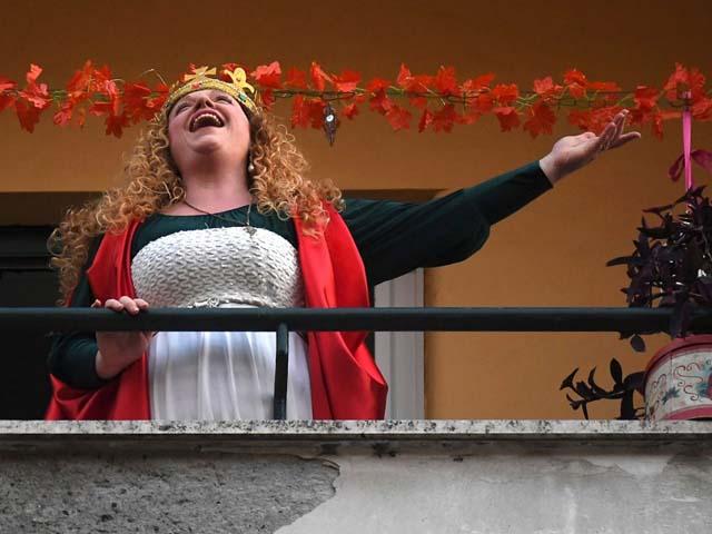 Origin-word-quarantine-italian-singing-baconies-italy-keep-spirits-up