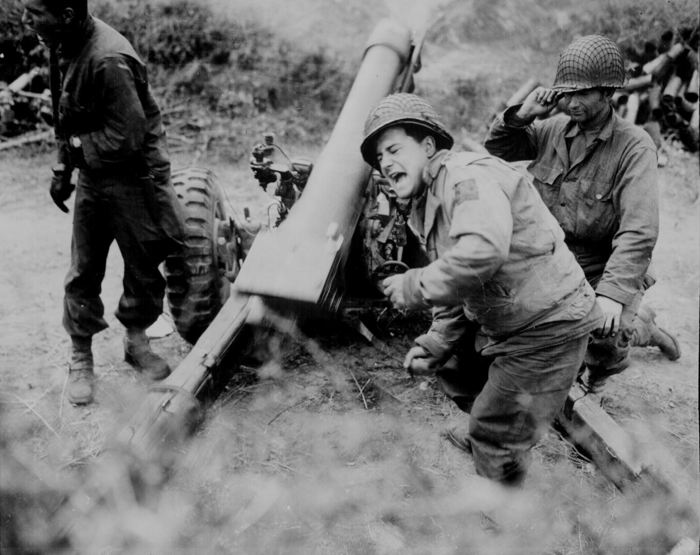 American Howitzer In Action Wwii