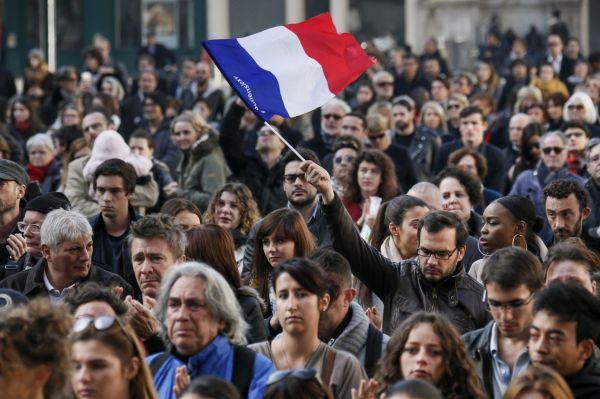 Vowing to destroy terrorism, France seeks global coalition ...