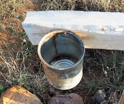 Through the little hole in this tin the water flows slowly. Handwashing only takes little water.