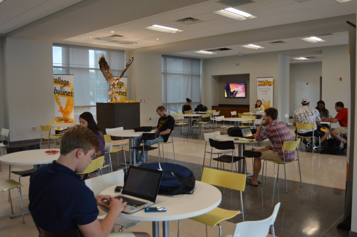 Students utilize the new common areas of Scianna hall Wednesday, August 19th.  Rodriguez/Student Printz