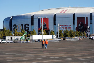 A pair of Clemson fans are among the first in the parking lot of University of Phoenix Stadium just minutes after they opened on January 11 prior to the College Football Playoff National Championship game. (Photo by Bill Slane/Cronkite News)