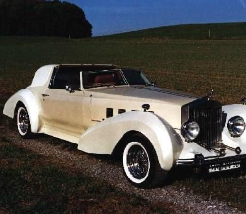 """Dieses Auto wurde von """" MM """" persönlich entworfen und gebaut. Als Unikat repräsentiert es den Stil der dreißiger Jahre kombiniert mit moderner Technik."""