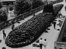 Polaris, David Mach, installation, 6000 pneus de voiture, 1983