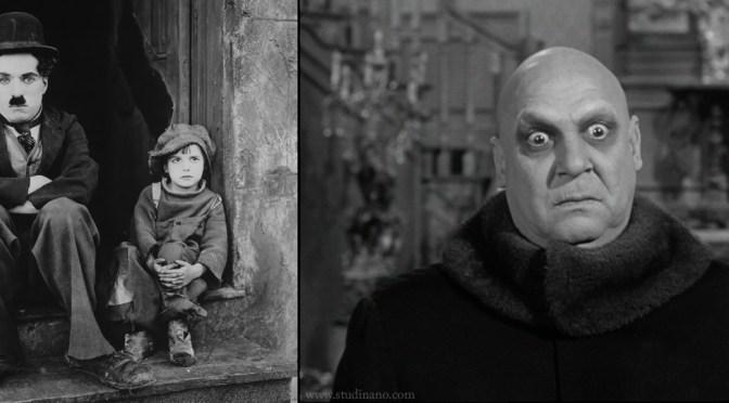 A gauche : Jackie Coogan aux côtés de Charlie Chaplin pour The King (1921). A droite : Jackie Coogan sous le maquillage de l'Oncle Fétide dans la Famille Addams (série de 1963).