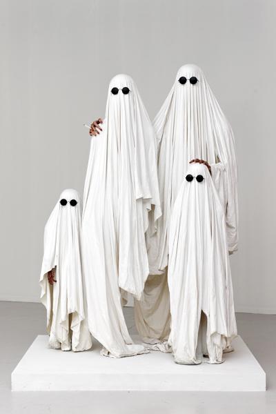 La Famille Invisible, Théo Mercier, Sculpture, 140x80x200 cm.