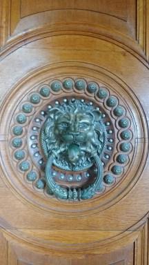 Détail d'une des portes du palais.
