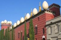 Façade du Musée-Théâtre Dali de Figueras en Espagne.